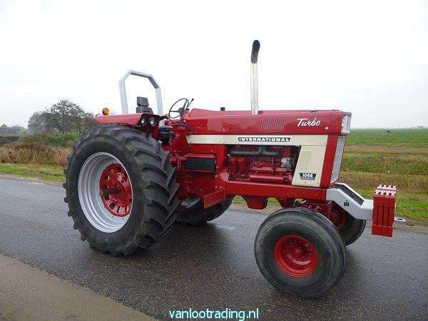 IHC Farmall 1066 - 1066 001-BorderMaker