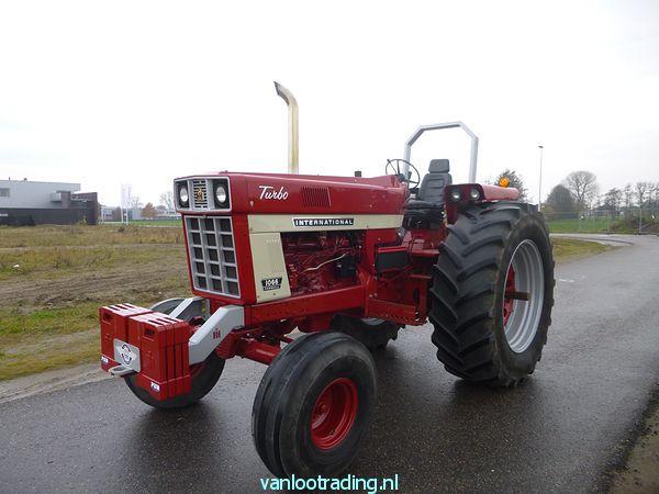 IHC Farmall 1066 - 1066 002-BorderMaker
